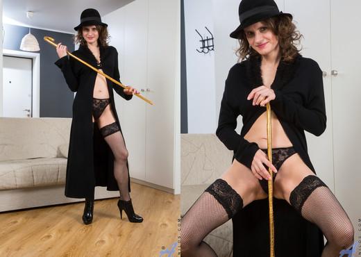 Princess Mustang - Teasing The Clit - Anilos - MILF Porn Gallery