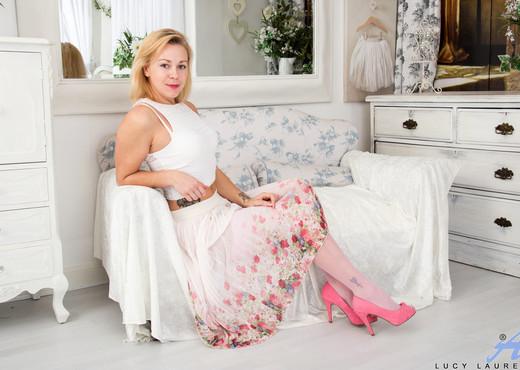 Lucy Lauren - Pink Panties - Anilos - MILF Nude Gallery