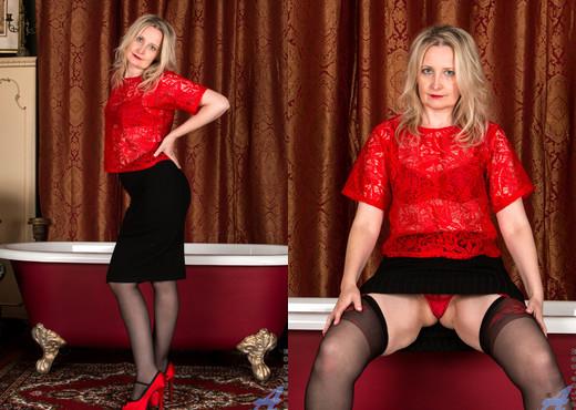 Emma Turner - Dressed To Impress - Anilos - MILF HD Gallery