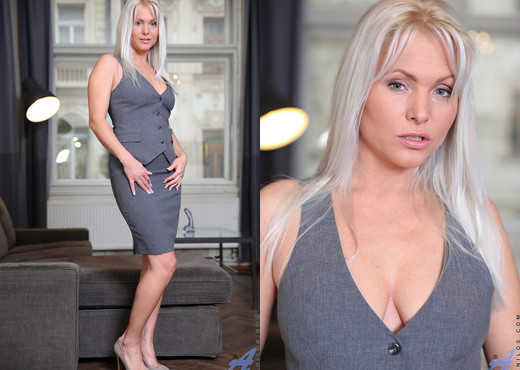 Kathy Anderson - Blonde Mature - Anilos - MILF Sexy Gallery