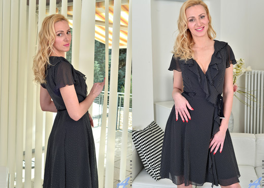 Affina Kisser - Blonde Goddess - Anilos - MILF Hot Gallery