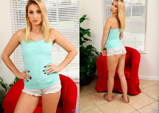 Sierra Nicole - Cute Blonde - Nubiles - Teen Image Gallery