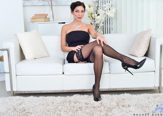Rachel Evans - Classic Beauty - Anilos - MILF Image Gallery