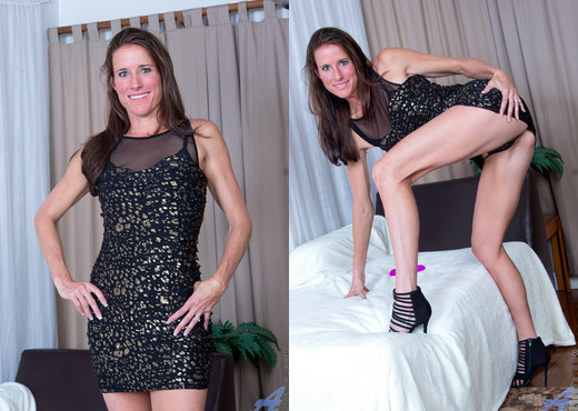 Sofie Marie - Playtime - Anilos - MILF Picture Gallery