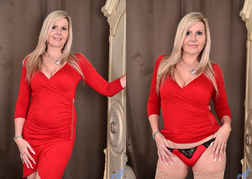 Velvet Skye - Back For More - Anilos - MILF Sexy Photo Gallery