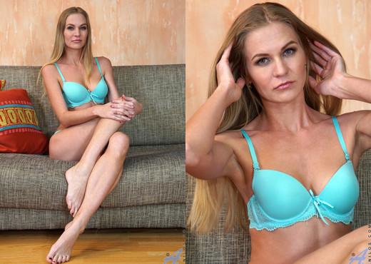 Tatiana - Foxy Mature - Anilos - MILF Sexy Photo Gallery