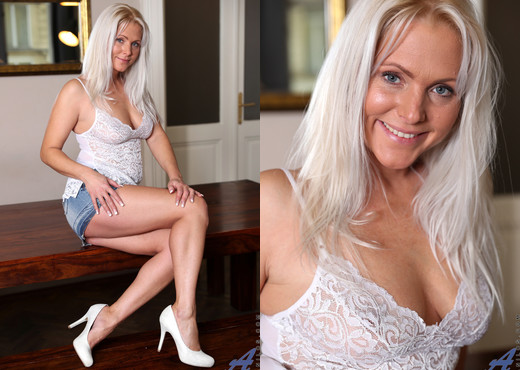 Kathy Anderson - Stunning Beauty - Anilos - MILF Picture Gallery
