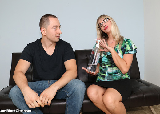 Vicky Vixxx: Sex Therapist Got Jizzed - Cum Blast City - Hardcore HD Gallery