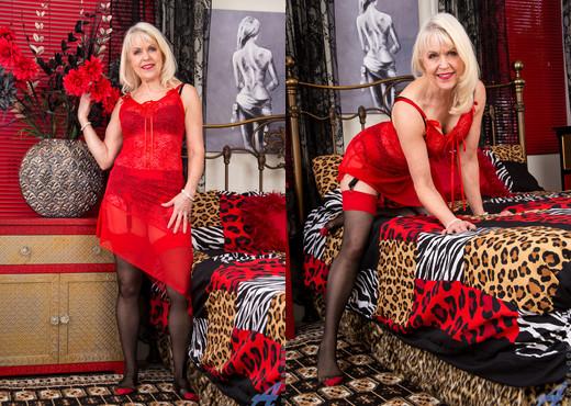Margaret Holt - Sexy Sixties - Anilos - MILF Nude Pics