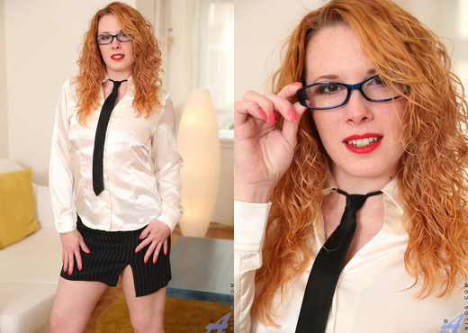 Monita - Dressed To Impress - Anilos - MILF Picture Gallery