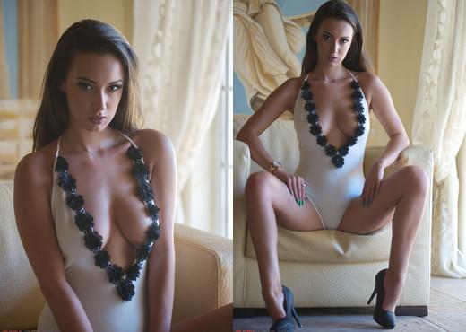 Lauren Louise - Unhooked - Girlfolio - Solo Nude Gallery