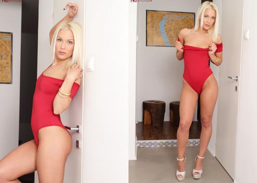 Cecilia Scott Gets Nude - NuErotica - Solo TGP