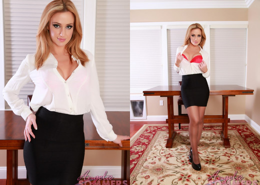 Milf pornstar Angela Sommers is spreading her perfect legs  1755450