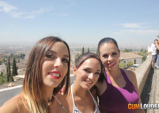 Nekane - Claudia y Nekane: Hot in Granada - CumLouder - Hardcore TGP