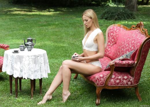 Afina Kisser - Deep Anal Romance - Anal Nude Pics