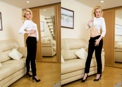 Sasha Jess - Horny Blonde - Anilos - MILF Nude Pics