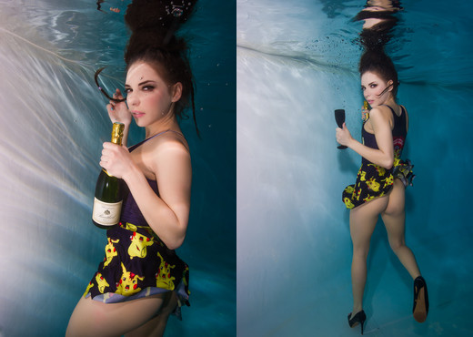Henessy - Underwater photoshoot! - Solo Picture Gallery