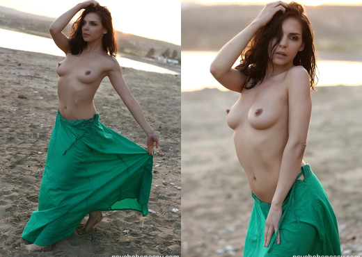 Henessy - Goddess on the beach - Solo Porn Gallery