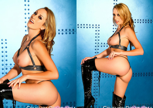 Femdom Brett Rossi impaling her cunt with a glass dildo - Solo HD Gallery