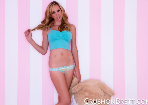 Brett Rossi gives Mr Bear a peepshow - Solo Porn Gallery