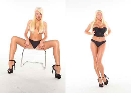 Summer Brielle - Summer In Black Corset Beauty - Solo Nude Pics