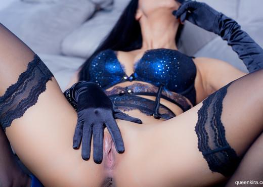 Sophistication in black gloves - Solo TGP