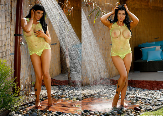 Romi Rain - Summer Rain Shower - Solo HD Gallery