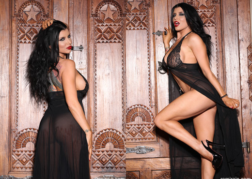 Romi Rain - Lady or Vamp? - Solo Nude Gallery
