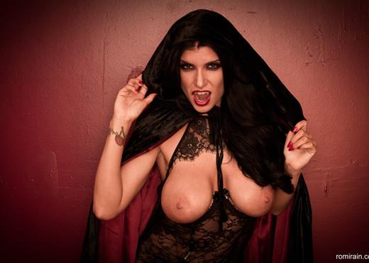 Romi Rain - Vampire Queen Romi - Solo Nude Gallery