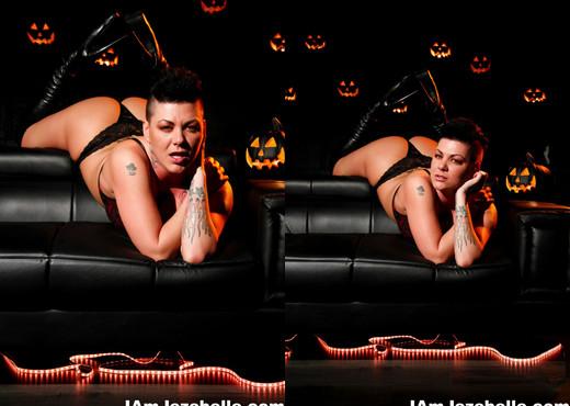 Jezebelle Bond Halloween Solo - Solo TGP