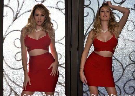 Brett Rossi ready for a night out - Solo Porn Gallery