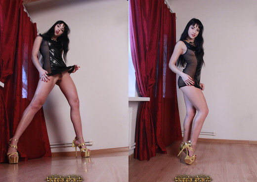 Taissia Shanti - Yoganidrasana - Solo Nude Gallery