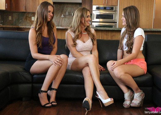 Lesbian Fam Affair Jillian Janson Abby Cross and Tanya Tate - Lesbian Hot Gallery