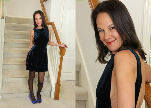 Amateur housewife Sandra Myer strips naked on the staircase - MILF Hot Gallery