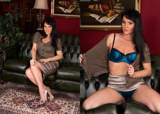Curvy mature babe Danielle Leah Raven spread on the sofa - MILF TGP