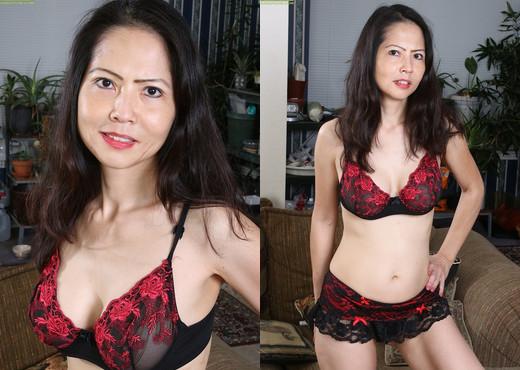 Mature Asian babe Emmeline Johnson toying her tight twat - MILF TGP