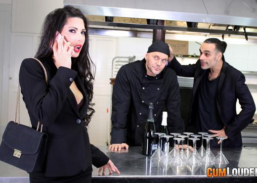 Alexa Tomas - Nacho cooks Alexa's goose - CumLouder - Hardcore Picture Gallery