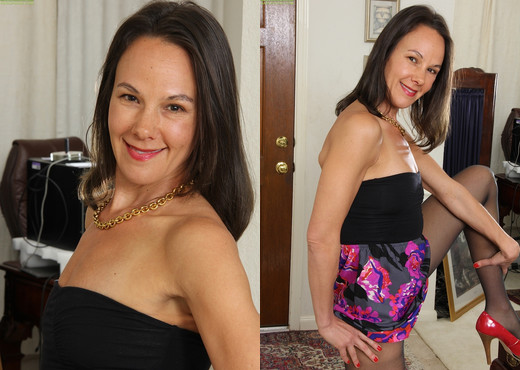 Brunette housewife Sandra Myer sticks her ass in your face - MILF Sexy Photo Gallery