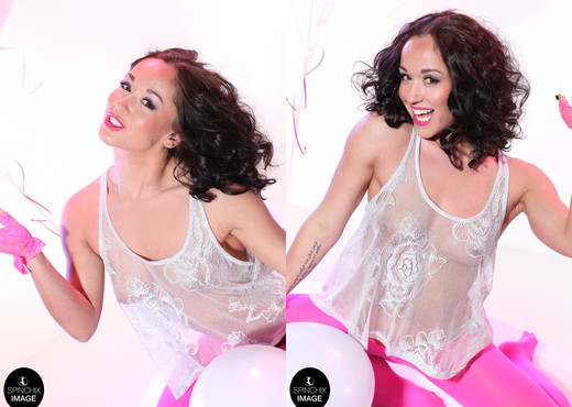 Kiki Devine plays with her balloons - Spinchix - Solo Image Gallery