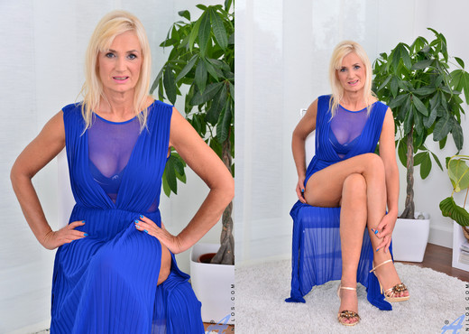 Roxana Hanova - Temptress - Anilos - MILF Picture Gallery