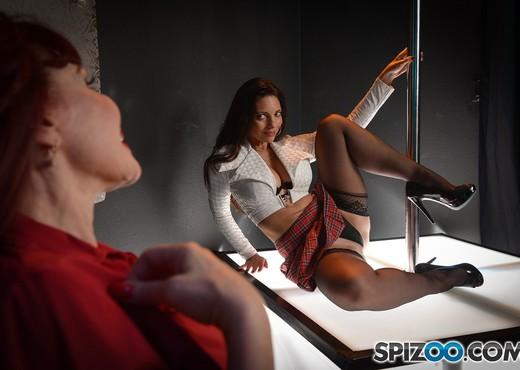 MILFs Strippers - Mindi Mink - Spizoo - Lesbian HD Gallery