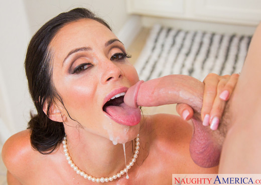 Ariella Ferrera - My Friend's Hot Mom - MILF Nude Gallery