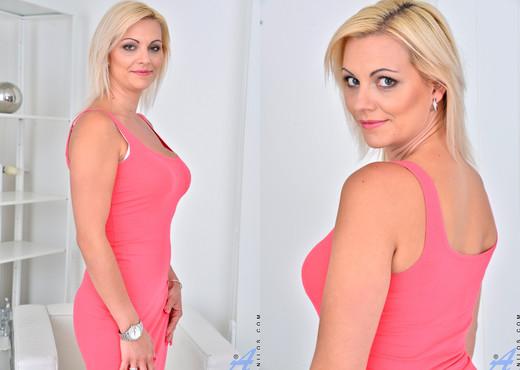 Kirsten Klark - Blonde Beauty - Anilos - MILF TGP