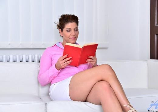 Nicol - Classy Mature - Anilos - MILF Porn Gallery