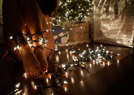 Eva Lovia - Oh Christmas Tree - Solo Sexy Gallery