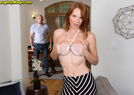 April Skyz - Porn Fridays! - Naughty Mag - Amateur Sexy Gallery