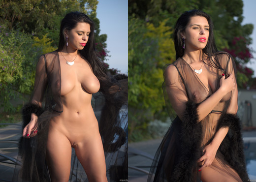 Kira Queen - Fantasy! - Solo Nude Pics