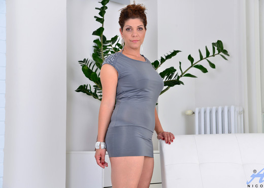 Nicol - Skin Tight - Anilos - MILF HD Gallery