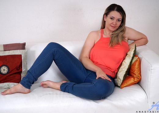 Anastasiya - Naughty Housewife - Anilos - MILF Picture Gallery