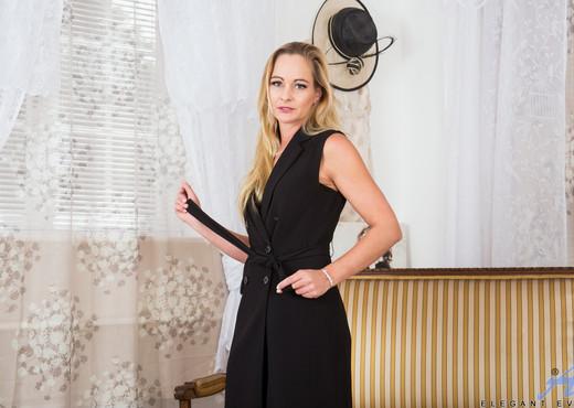 Elegant Eve - Black Lingerie - Anilos - MILF Sexy Photo Gallery